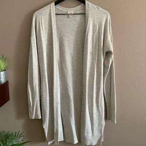 Long open front light gray cardigan 🌸